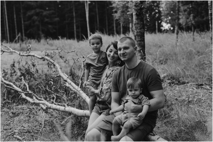 sesja rodzinna w lesie Jawor